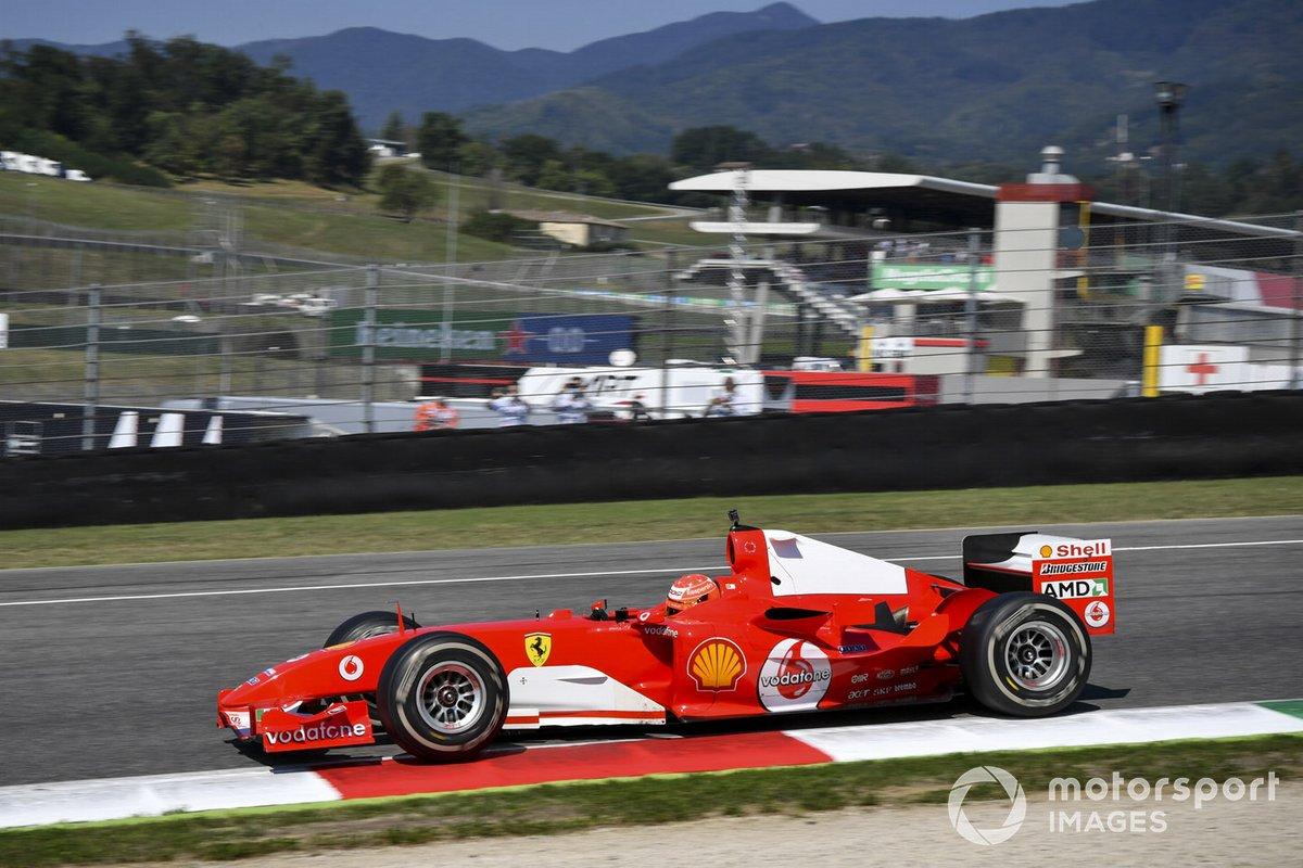 Мик Шумахер за рулем Ferrari F2004 своего отца Михаэля
