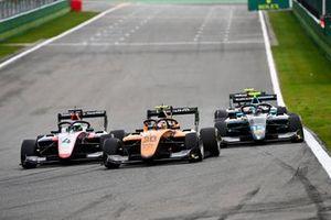 Pierre-Louis Chovet, Hitech Grand Prix, Alessio Deledda, Campos Racing and Jake Hughes, HWA Racelab battle