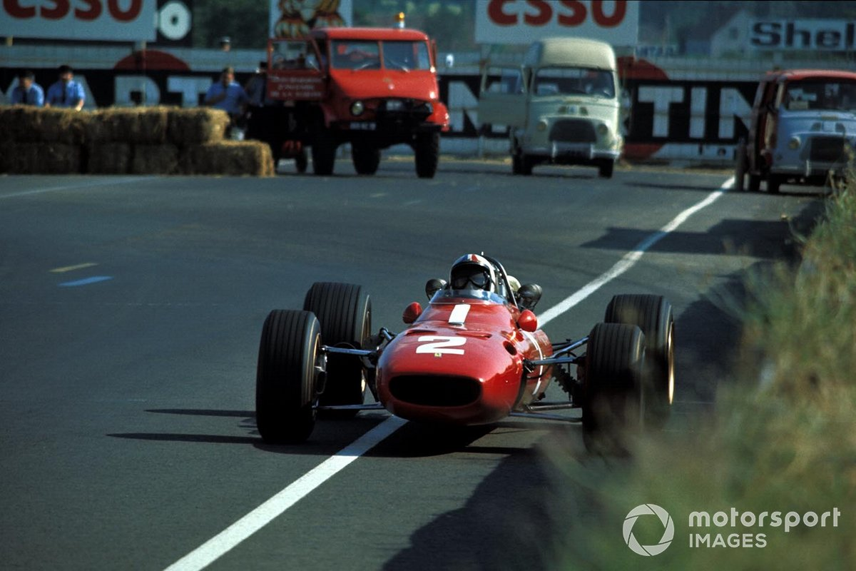 Сама Скудерия тем временем пребывала в унынии – хотя гонку завершили всего семь машин, Крис Эймон остался последним – и потому единственным, кто не получил очки