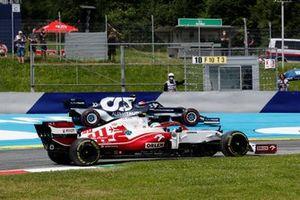 Antonio Giovinazzi, Alfa Romeo Racing C41, passes as Pierre Gasly, AlphaTauri AT02, runs wide