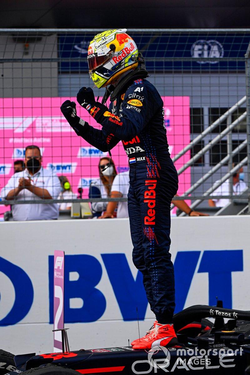 Ganador Max Verstappen, Red Bull Racing, celebrates en Parc Ferme