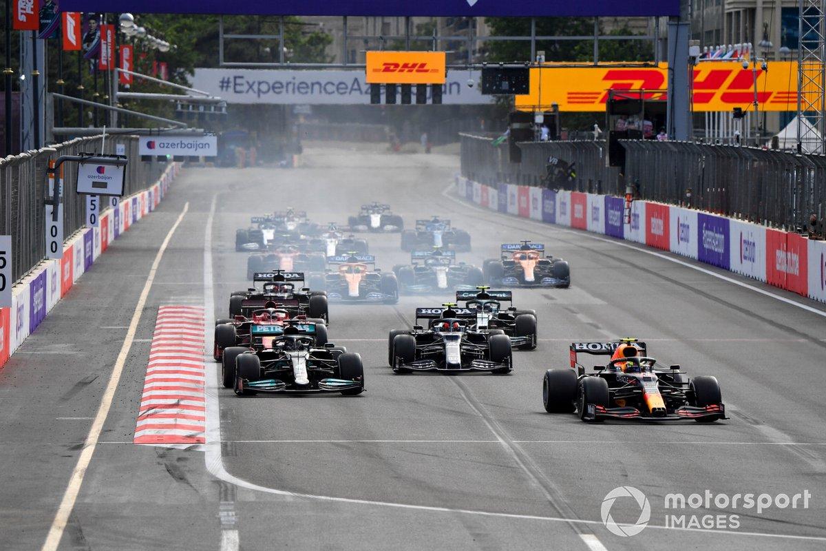 Sergio Pérez, Red Bull Racing RB16B, Lewis Hamilton, Mercedes W12, Pierre Gasly, AlphaTauri AT02, Charles Leclerc, Ferrari SF21