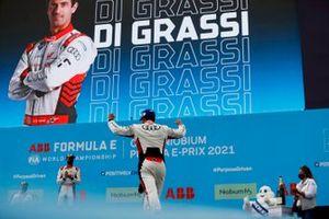 Lucas Di Grassi, Audi Sport ABT Schaeffler, primo classificato, sale sul podio