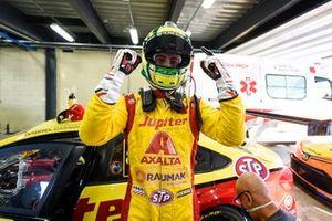 Gabriel Casagrande comemora pole position em Interlagos