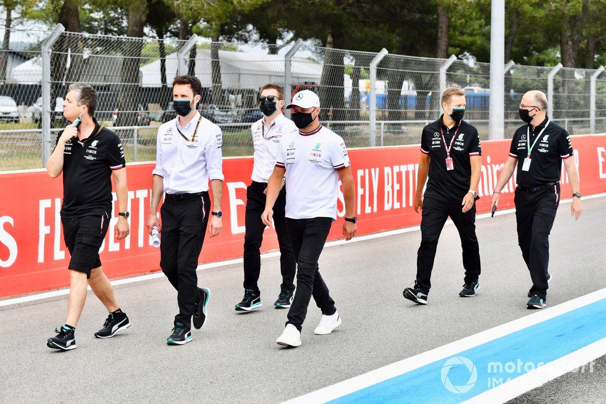 Valtteri Bottas, Mercedes, con el equipo