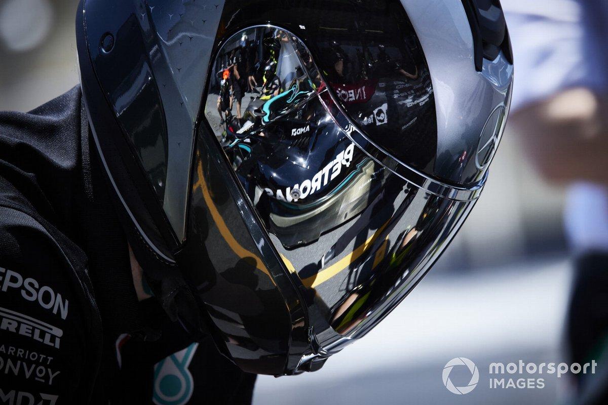 Valtteri Bottas, Mercedes W12, reflejado en la visera