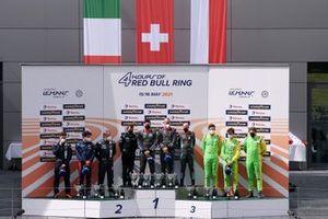 Podio de LMP3: Ganador de la carrera #19 Cool Racing Ligier JS P320 - Nissan: Nicolas Maulini, Matthew Bell, Niklas Krütten, segundo puesto #11 Eurointernational Ligier JS P320 - Nissan: Andrea Dromedari, Cem Bolukbasi, Joey Alders, #8 Graff Ligier JS P320 - Nissan: Eric Trouillet, Sébastien Page, David Droux
