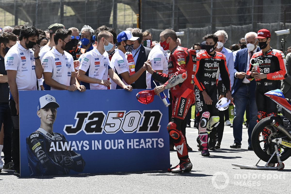 Los pilotos hacen un minuto de silencio para recordar a Jason Dupasquier