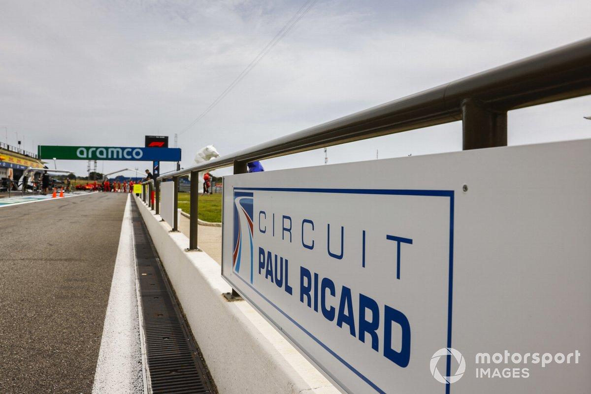 Letrero de Paul Ricard en pit lane