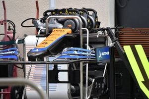 Detalle del frente y del alerón delantero del McLaren MCL35M