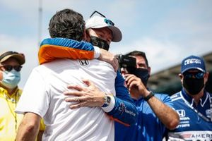 Scott Dixon, Chip Ganassi Racing Honda remporte la récompense NTT Data P1 pour la pole position, Dario Franchitti