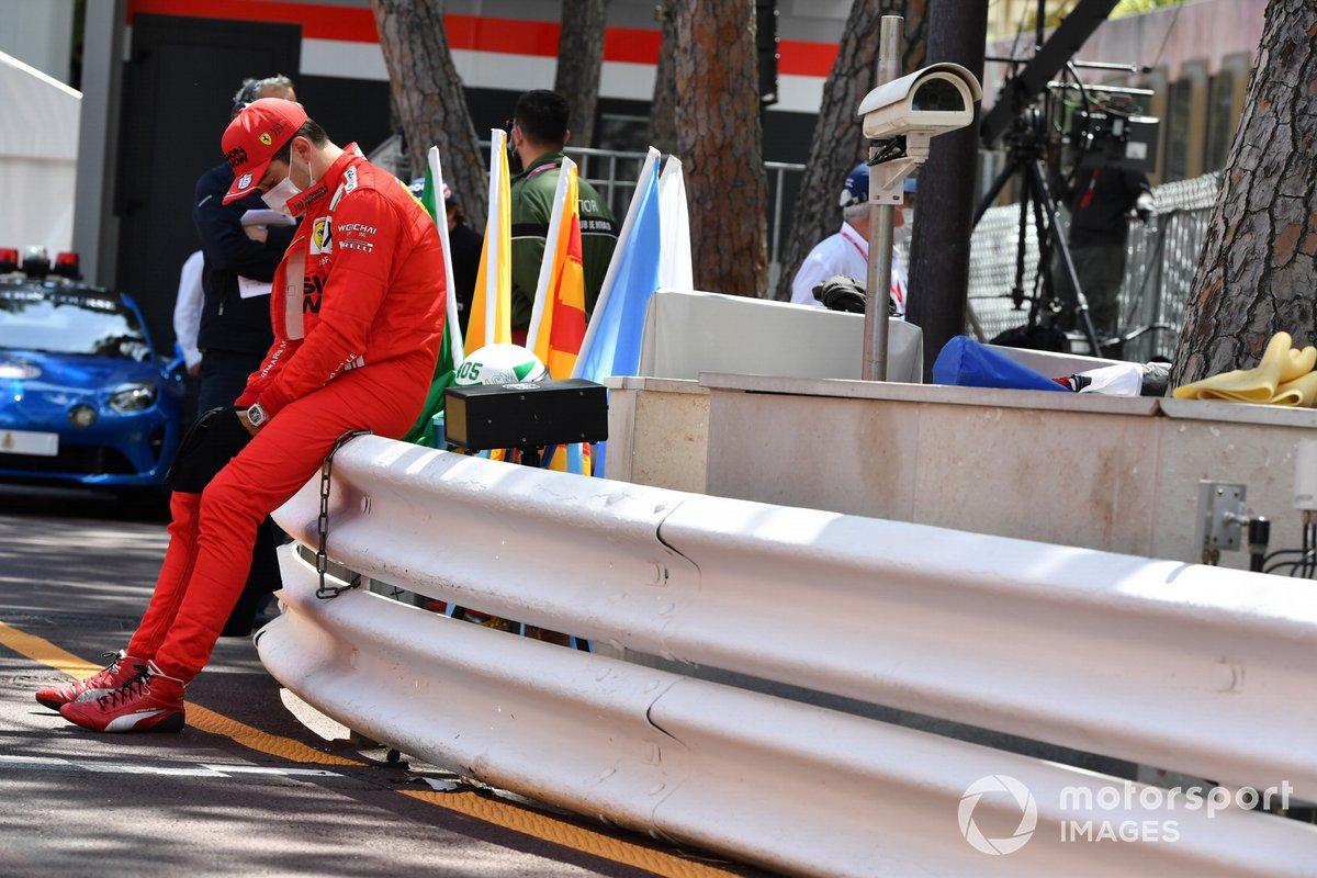 Charles Leclerc, Ferrari en la parrilla al enterarse de que no correrá