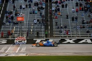 Scott Dixon, Chip Ganassi Racing Honda takes the checker flag