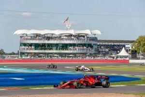 Carlos Sainz Jr., Ferrari SF21, Antonio Giovinazzi, Alfa Romeo Racing C41