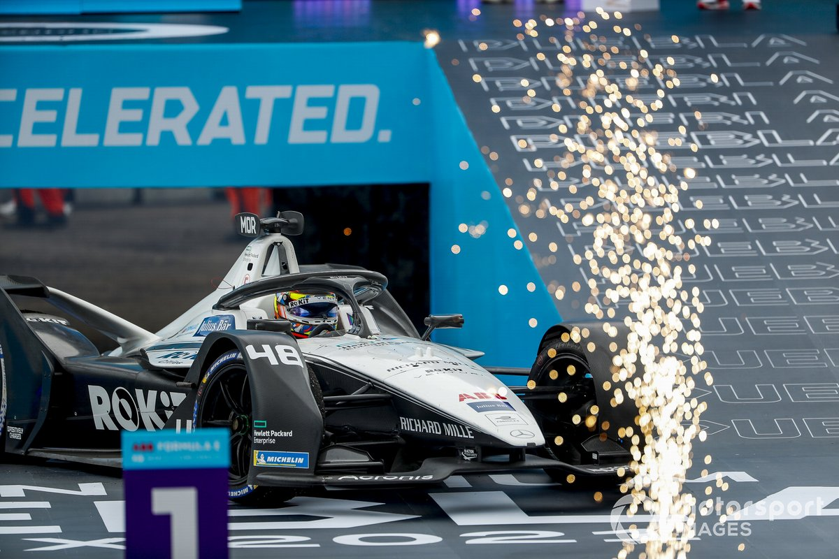 Tercer lugar Edoardo Mortara, Venturi Racing, Silver Arrow 02 en Parc Ferme