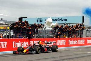 Max Verstappen, Red Bull Racing RB16B, 1e plaats, wint de race