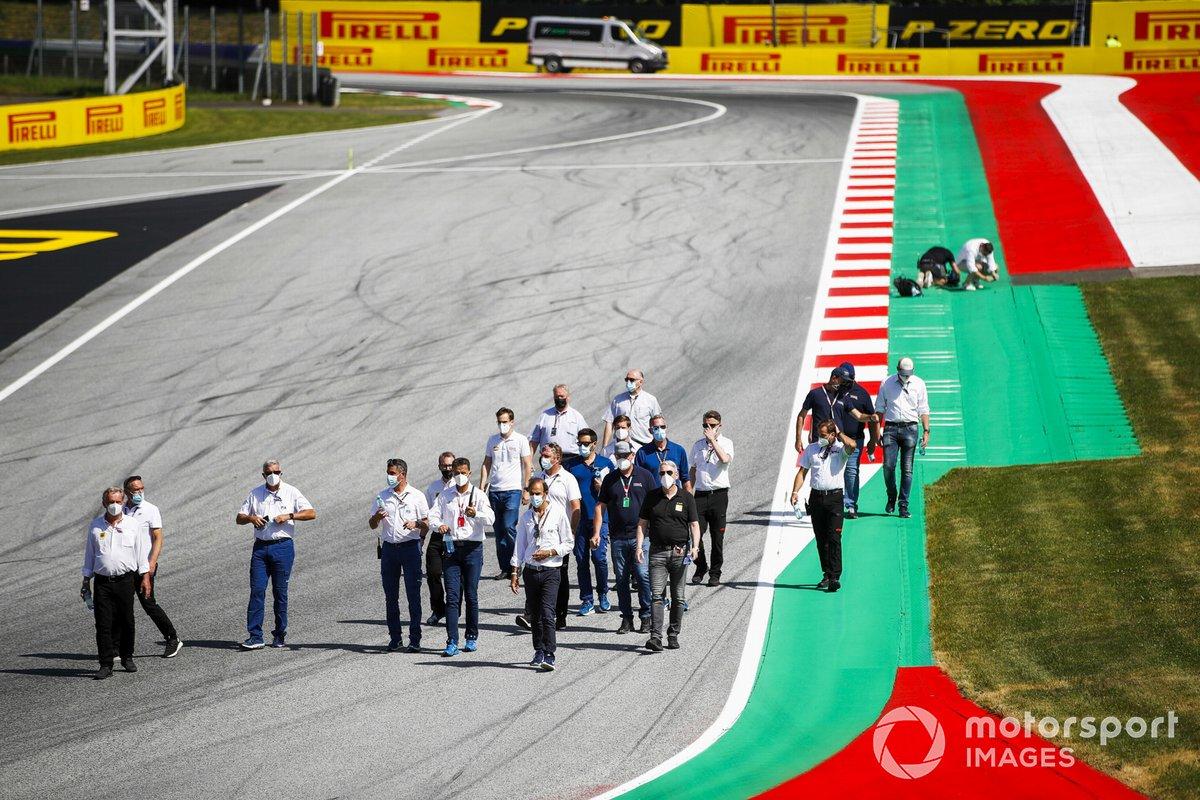 La FIA recorre la pista del GP de Estiria