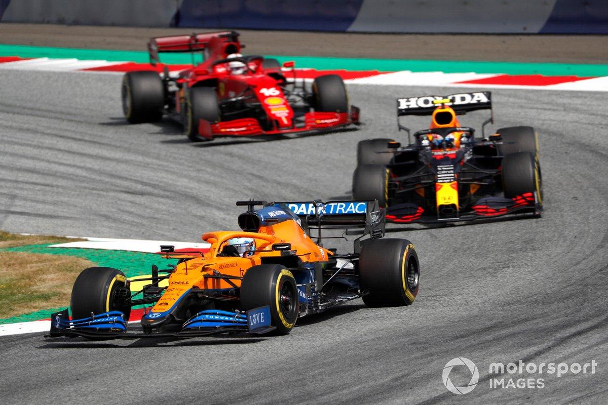 Daniel Ricciardo, McLaren MCL35M, Sergio Pérez, Red Bull Racing RB16B, Charles Leclerc, Ferrari SF21