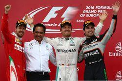 1. sıra Nico Rosberg, Mercedes AMG Petronas F1 W07, 2. sıra Sebastian Vettel, Scuderia Ferrari SF16-
