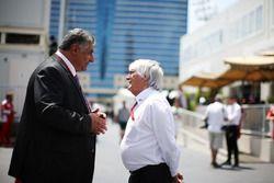 Azad Rahimov, Azerbaiyán Ministro de deporte con Bernie Ecclestone