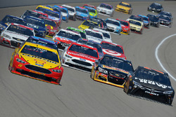 Joey Logano, Team Penske, Ford; Martin Truex Jr., Furniture Row Racing, Toyota