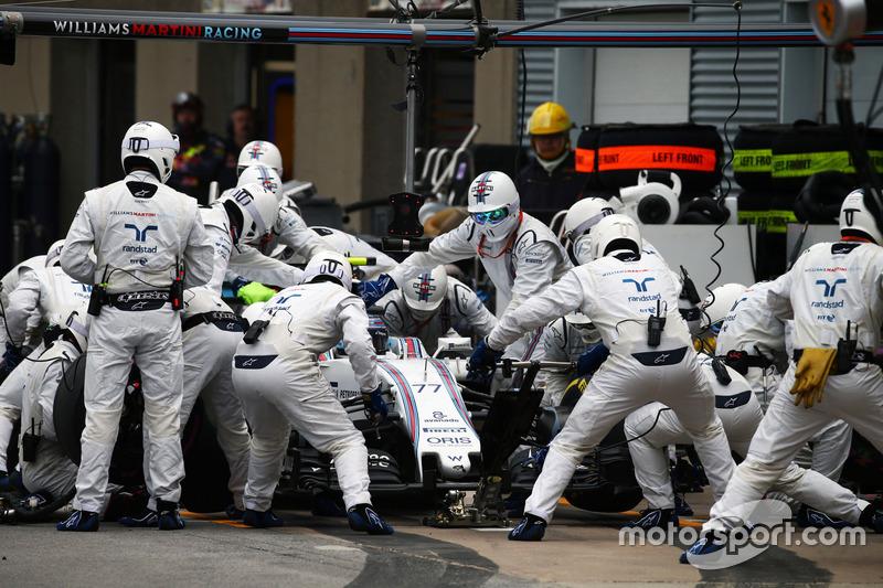 Valtteri Bottas, Williams FW38 hace una parada en pits