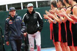 Max Verstappen, Red Bull Racing con Nico Hulkenberg, Sahara Force India F1 en el desfile de pilotos
