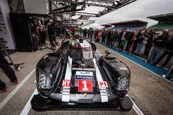 Latihan pit stop untuk #1 Porsche Team Porsche 919 Hybrid