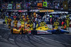 Accidente en los pits de Townsend Bell, Andretti Autosport Honda