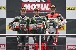 Podium : le vainqueur Tom Sykes, Kawasaki Racing Team, le deuxième Jonathan Rea, Kawasaki Racing Team, et le troisième Chaz Davies, Aruba.it Racing - Ducati Team