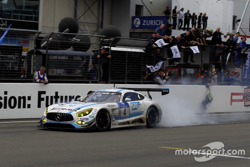 Black Falcon siegt nach 134 Runden für Mercedes