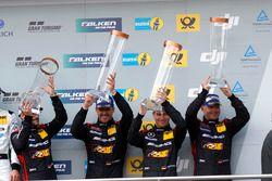 Podio: tercer lugar #88 Haribo Racing Team-AMG, Mercedes-AMG GT3: Uwe Alzen, Lance David Arnold; Max