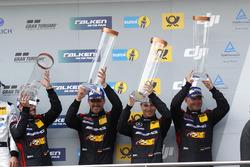 Podium: derde #88 Haribo Racing Team-AMG, Mercedes-AMG GT3: Uwe Alzen, Lance David Arnold; Maximili