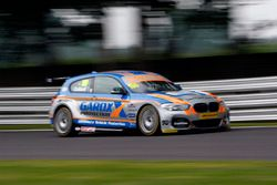 Rob Collard, West Surrey Racing prende la bandiera a scacchi