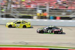 Matt Kenseth, Joe Gibbs Racing, Toyota; Kurt Busch, Stewart-Haas Racing, Chevrolet