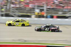 Matt Kenseth, Joe Gibbs Racing Toyota, Kurt Busch, Stewart-Haas Racing Chevrolet
