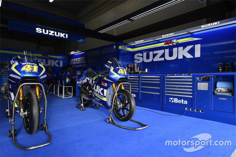 Le stand du team suzuki motogp gp d 39 espagne photos motogp - Garage suzuki lons le saunier ...