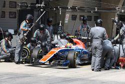 Рио Харьянто, Manor Racing MRT05 pit stop