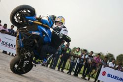 Aras Gibieza performs stunt in Kolkata