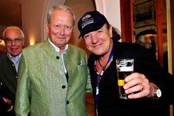 Dr. Wolfgang Porsche mit Brian Johnson