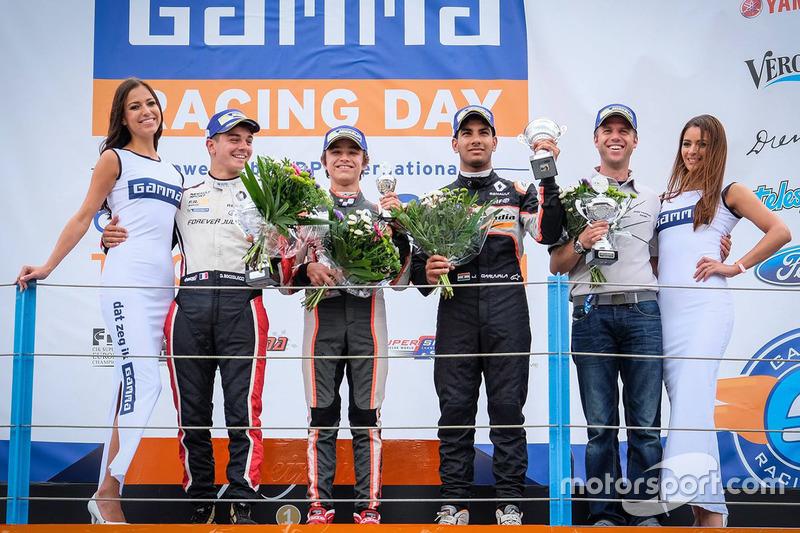 Podio: il vincitore Lando Norris, Josef Kaufmann Racing, il secondo classificato Dorian Boccolacci,