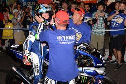Yarış galibi #21 Yamaha Factory Racing Team: Katsuyuki Nakasuga, Pol Espargaro, Alex Lowes