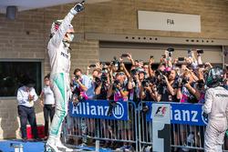 Winnaar Lewis Hamilton, Mercedes AMG F1 in parc ferme