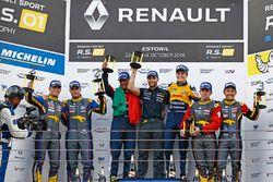 Podium: race winners #19 Equipe Verschuur Renault RS01: Miguel Ramos, Steijn Schothorst; second plac