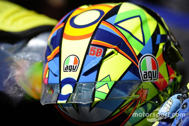Valentino Rossi continua llevando el 58 de Marco Simoncelli en casco.