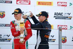 Podio: Mick Schumacher, Prema Powerteam; Joseph Mawson, Van Amersfoort Racing