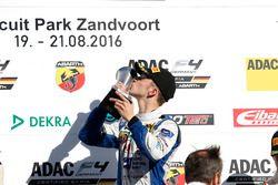 Podium: Sieger Mike David Ortmann, Mücke Motorsport