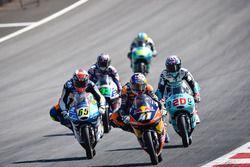 Brad Binder, Red Bull KTM Ajo, et Philipp Oettl, Schedl GP Racing