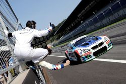 Yarış galibi #2 BMW Team Teo Martin BMW M6 GT3: Gustavo Yacaman, Fernando Monje
