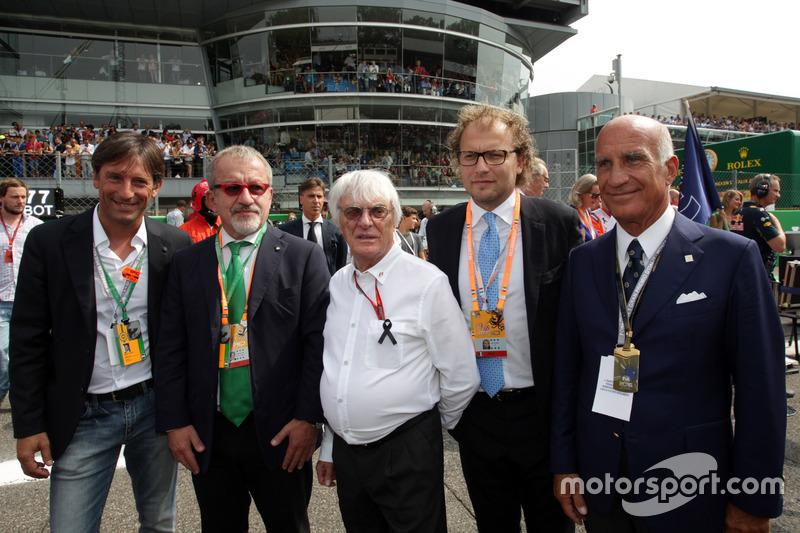 (L to R): Roberto Marone, President of Lombardia Region; Bernie Ecclestone and Dr. Angelo Sticchi Damiani, Aci Csai President, on the grid